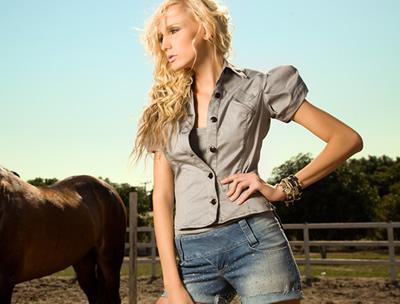 6313c235d66f3 Para o verão 2011, a Kokid Jeans criou a coleção Wild Denim, em que os  shorts funcionam como destaque. A marca de roupas femininas de Fortaleza  (CE) ...